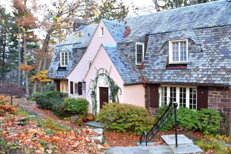 My favorite homoe in West Hill, and perhaps in all of West Hartford. Such storybook charm! Photo credit: Deb Cohen