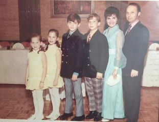Shari Cantor (second from right) with her siblings and parents. Courtesy photo