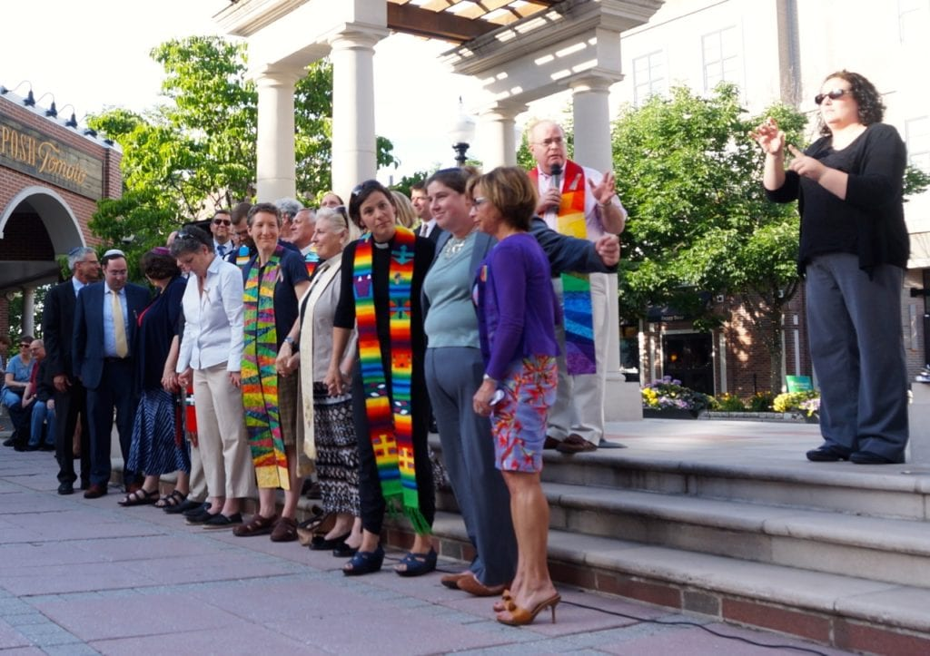 Rev. Geordie Campbell of First Church West Hartford asks the crowd to hold hands. Vigil, June 15, 2016. Photo credit: Ronni Newton