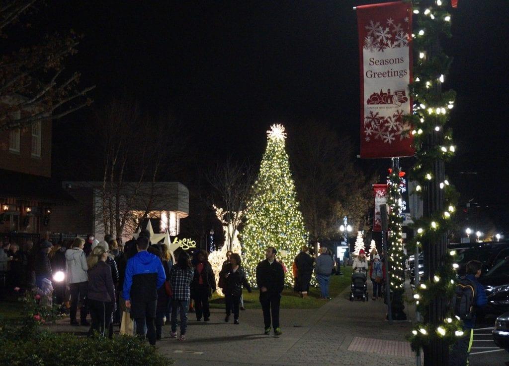 West Hartford Holiday Stroll, Dec. 1, 2016. Photo credit: Ronni Newton