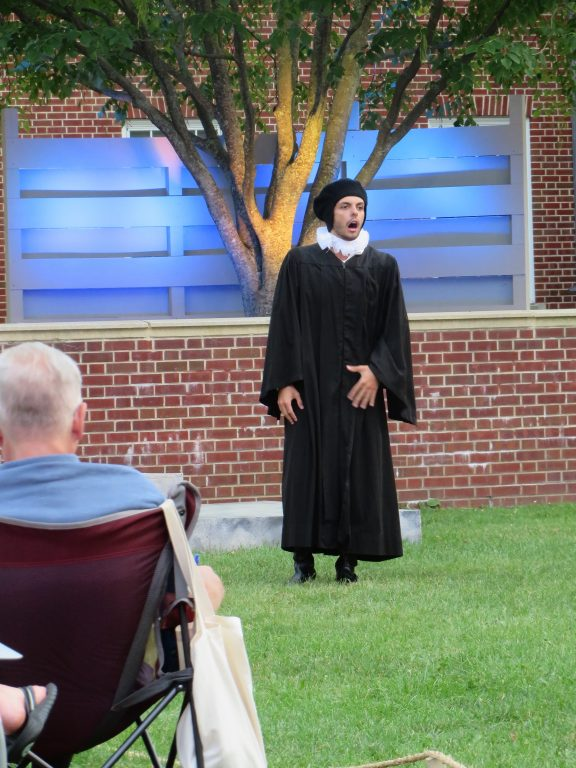 examine how shakespeare presents love in Explore the different types of love presented in shakespeare's 'much ado about nothing,' considering how our views of love differ from those of an elizabethan audience.
