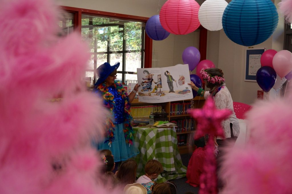 Fancy nancy day attracts series author to west hartfords braeburn michele aniello left helps hold up the fancy nancy book as jane oconnor reads photo credit ronni newton solutioingenieria Choice Image